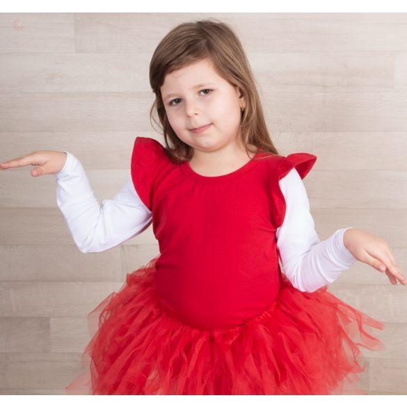 Piros gyerek felső piros fodorral a vállán