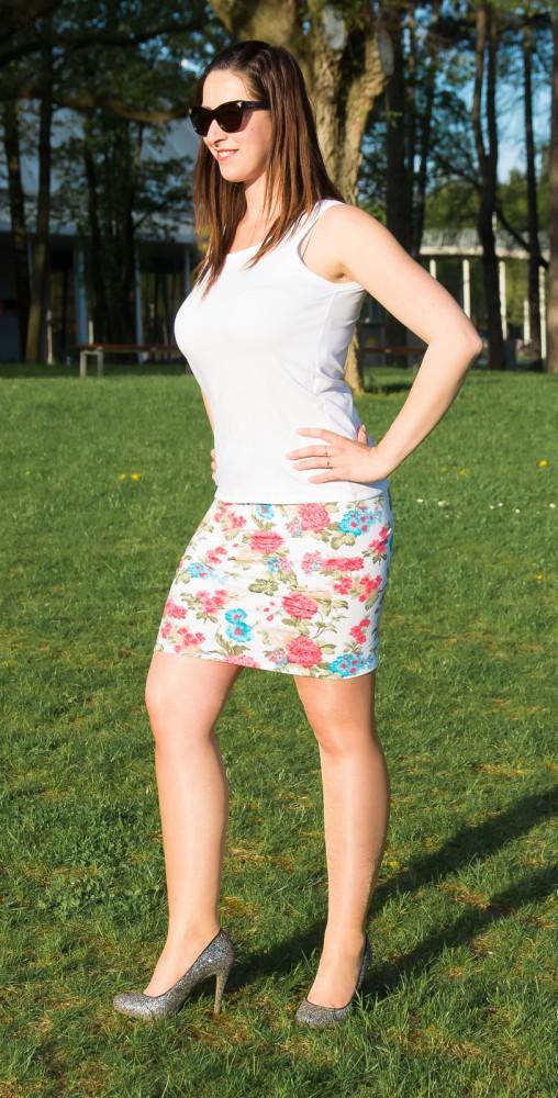 12f24a700f Női szoknya fehér alapon virágos - BabyMandarin - Saját kollekciós ...